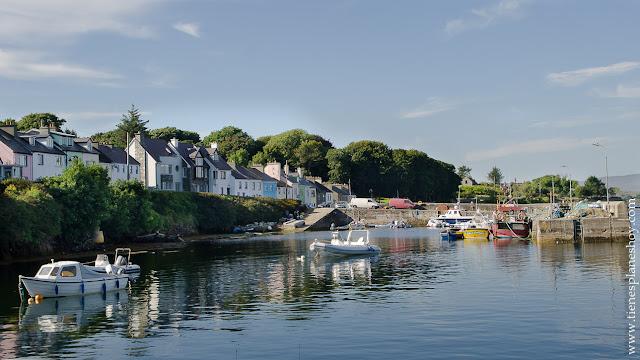 Roundstone pueblo marinero Condado Galway Irlanda