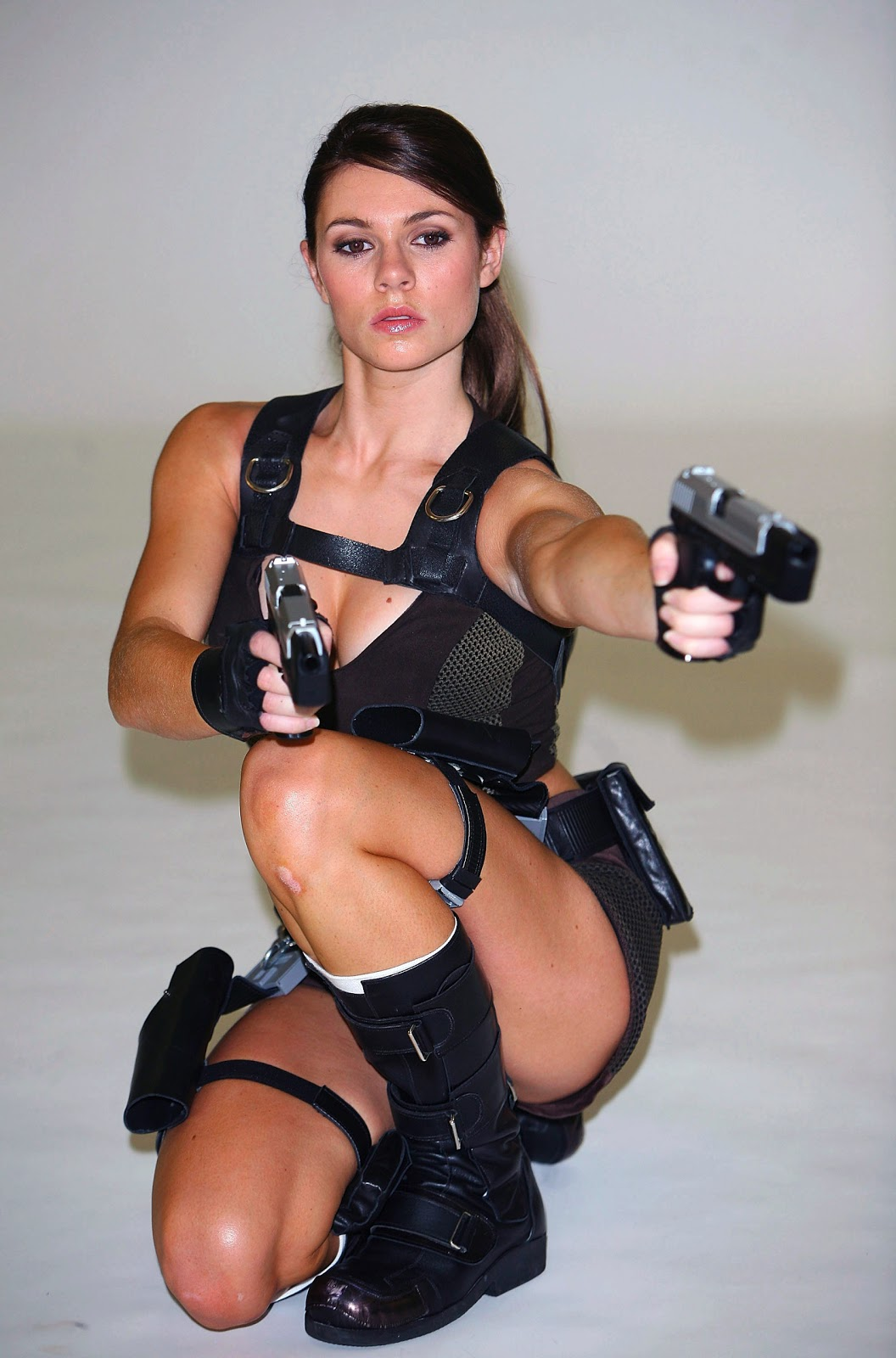 Sexy girls with guns join
