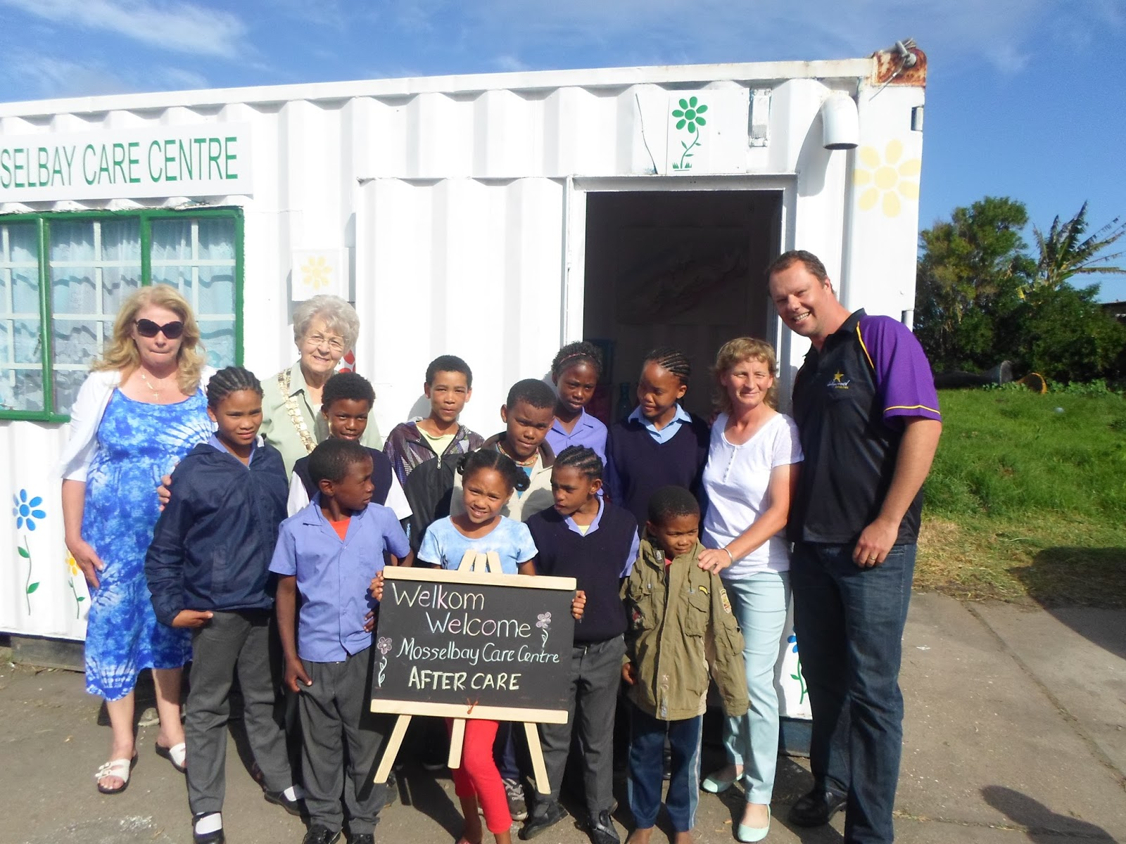 Hollywoodbets Mossel Bay supported the good work done by Mossel Bay Care Centre as part of the Hollywoodbets Social Responsibility Programme