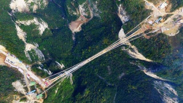 Jembatan kaca tertinggi dan terpanjang di Dunia