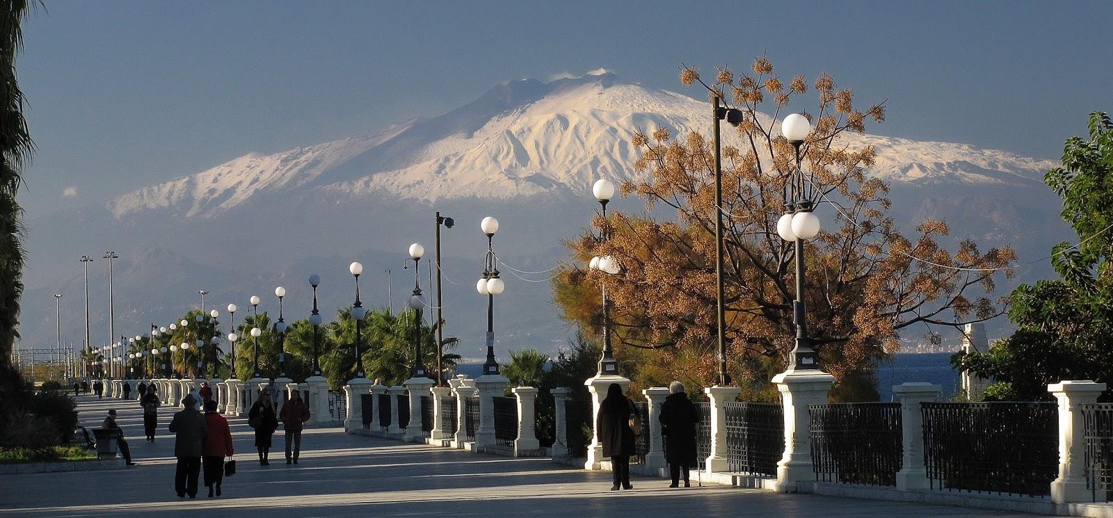 Etna dalla via Marina di Reggio Calabria, 17 dicembre 2013