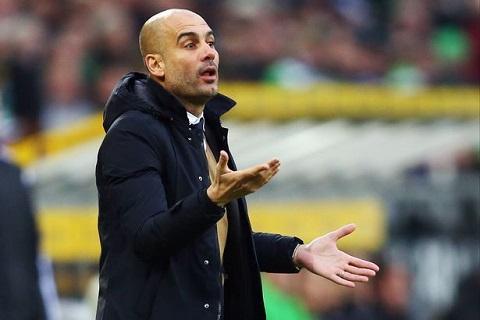 Huấn luyện viên Pep Guardiola dẫn dắt Man city tại mùa giải Ngoại hạng Anh 2016-2017