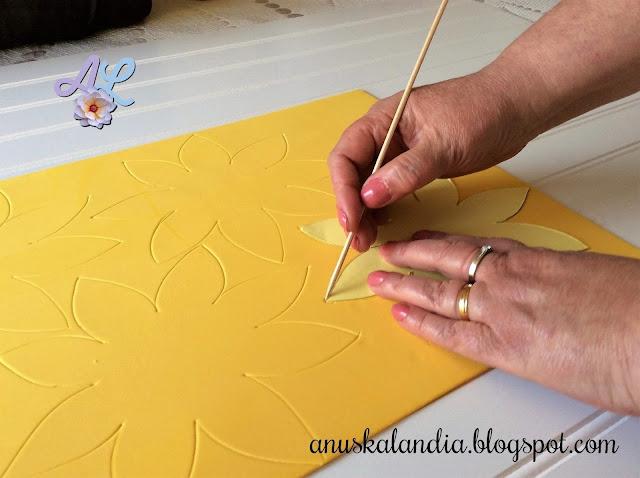 Girasoles-goma-eva-foamy-marcar-con-palo-de-brocheta-goma-eva-Anuskalandia