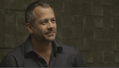 Em 'A Dona do Pedaço', Agno (Malvino Salvador) sai satisfeito do encontro com Jô (Agatha Moeira) — Foto: TV Globo