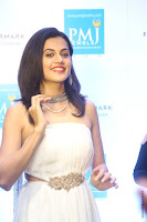taapsee pannu launches forevermark diamond collection 2.jpg