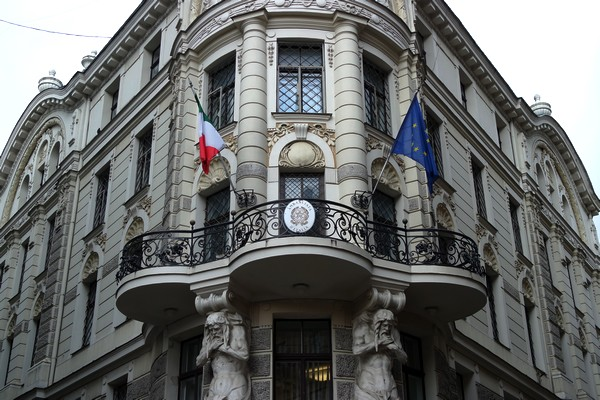 riga art nouveau vieille ville old town centre historique ambassade italie