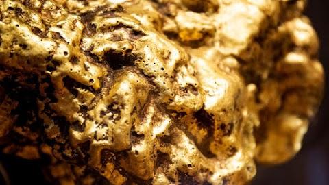 Másfél kilós aranyrögöt talált egy ausztrál hobbikutató