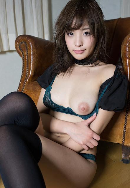 Momonogi Kana 桃乃木かな Photos