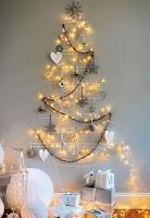 albero di natale con fili argento