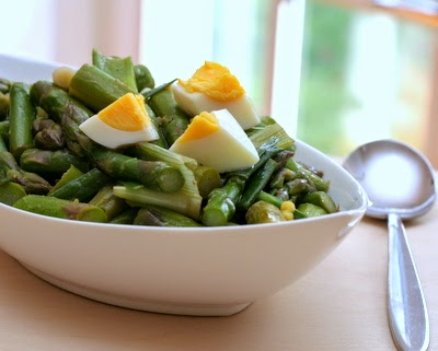 Asparagus Scallion Salad | gently poached for substantial, dreamy spring salad | low carb, vegetarian, high protein, Weight Watchers PointsPlus 2 | A Veggie Venture