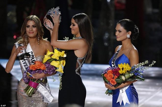 Hoa hậu hoàn vũ thế giới 2015 rơi nước mắt