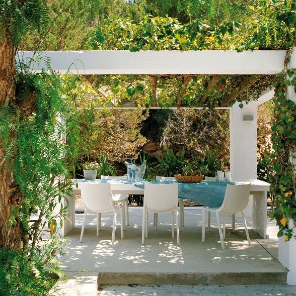 Terraza mediterránea en turquesa y blanco chicanddeco