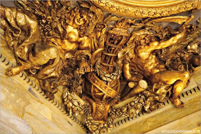 Decoraciones en el Techo de la Escalera Principal de Marble House, Newport