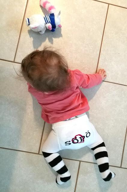 Saippuakuplia olohuoneessa- blogi. 8 kuukautta, Lapvi, Vauva, Lapsen kehitys, Söpö