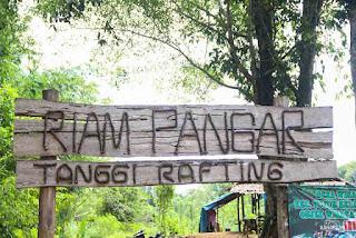 http://mengenalbengkayang.blogspot.co.id/2017/12/riam-pangar-wisata-alam-bengkayang.html