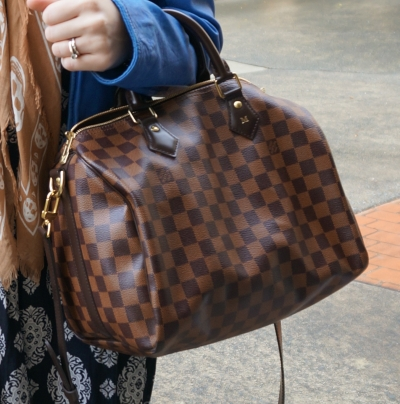 print mixing with Louis Vuitton Damier Ebene 30 speedy bandouliere