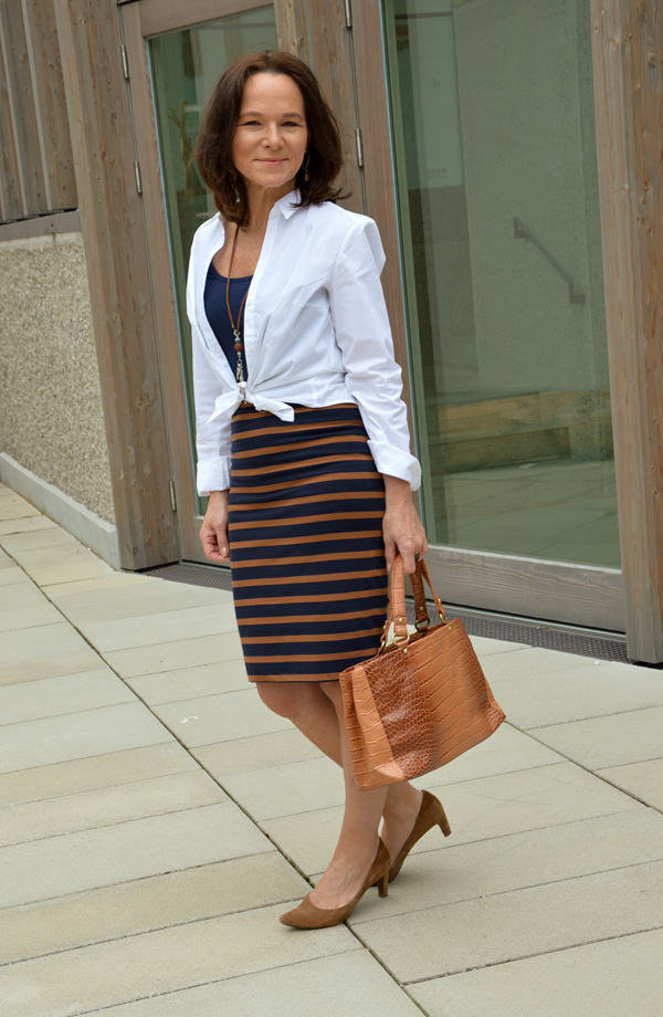 How To Wear A White Shirt With A Pencil Skirt Lady Of Style