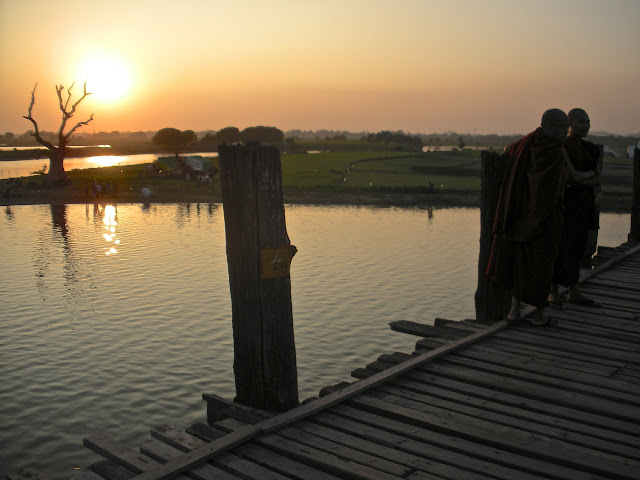 u bein bridge monks