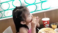 eating jollibee chickenjoy