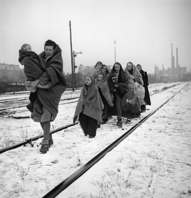 Surviving German refugees Lodz death march women children