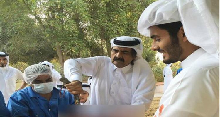 أمير قطر يذبح الخروف صبيحة العيد بطريقة لا تخطر على بال مسلم