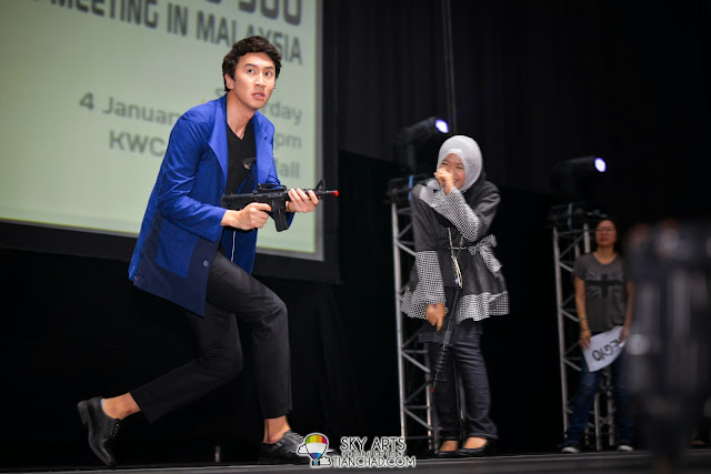 Kwang Soo bravery moment with a toy gun Lee Kwang Soo Fan Meeting in Malaysia