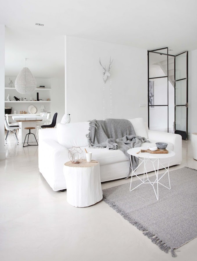 salon blanco, estilo nordico, decoracion nordica, sofa kivik, ikea, cruz madera, blanco, lámpara, ramas decorativas, tronco, alfombra