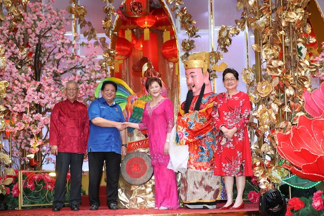 Guest of Honour, YB Datuk Seri Utama Tengku Adnan bin Tengku Mansor, Minister of Federal Territories, Puan Sri Cindy Lim, Executive Chairman of Kuala Lumpur Pavilion Sdn Bhd, Datuk Lee Tuck Fook, Executive Director of Pavilion REIT and Dato' Joyce Yap, CEO of Retail, Pavilion KL