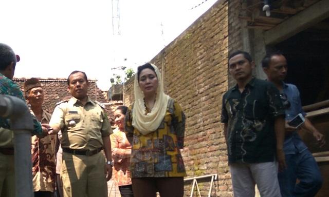 Titiek Soeharto Meninjau instalasi biogas