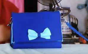 tas selempang dari kardus bekas