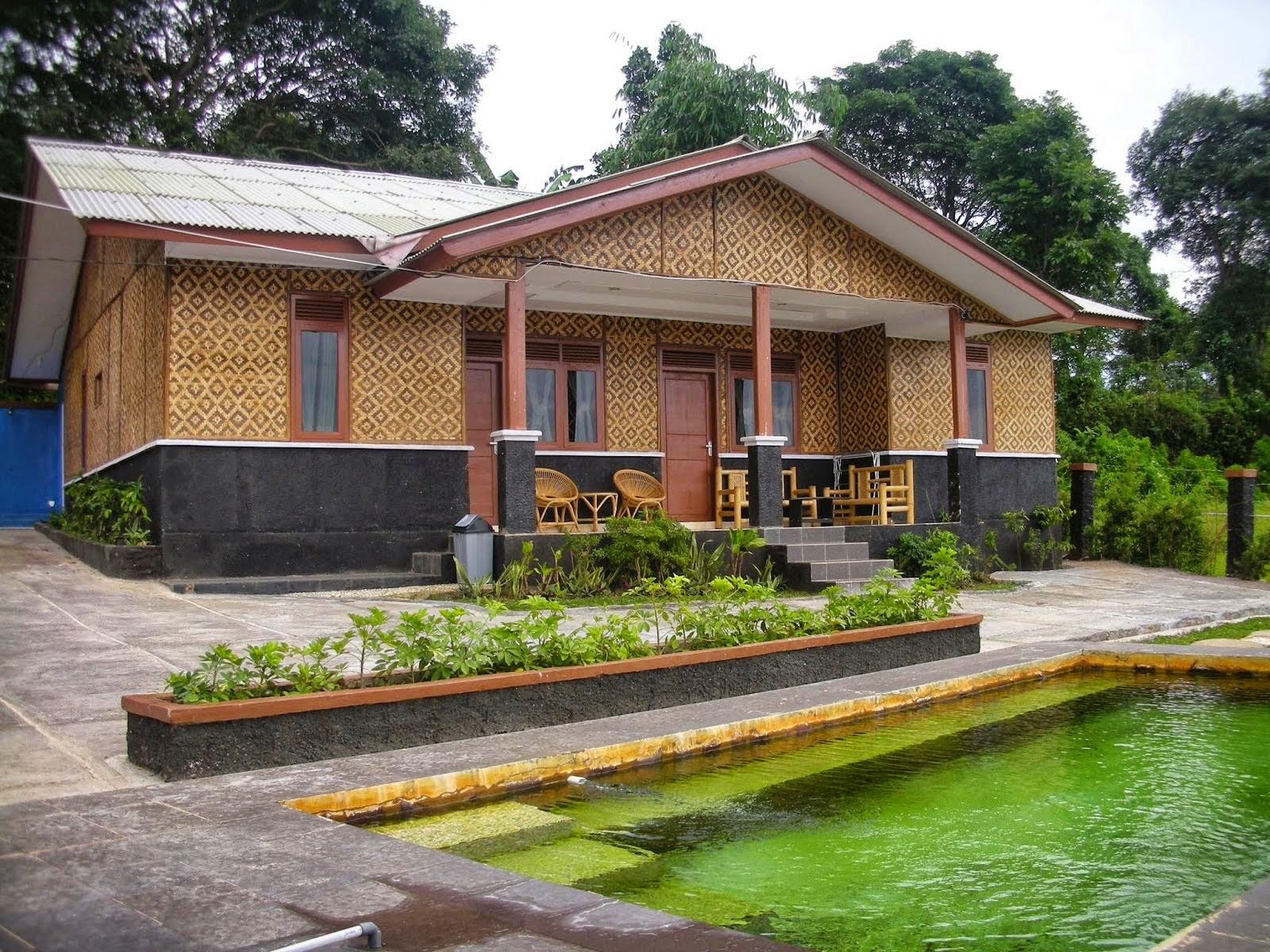 penginapan di ciater halaman villa kolam renang