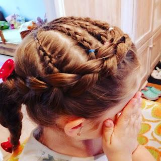 warkoczyki-holenderskie-fryzury-dla-dziewczynek