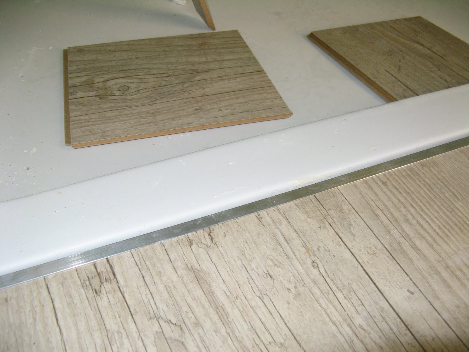 carrelage design baguette de finition carrelage moderne design pour carrelage de sol et. Black Bedroom Furniture Sets. Home Design Ideas