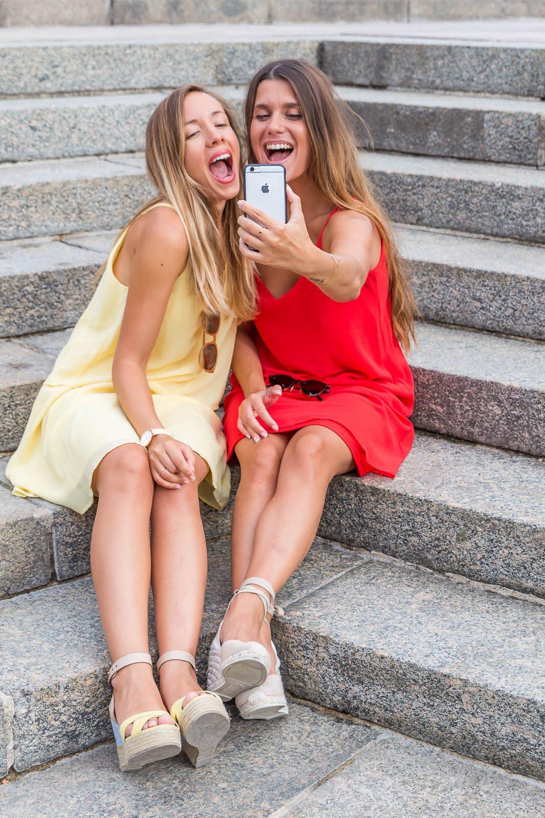Copines fun selfie