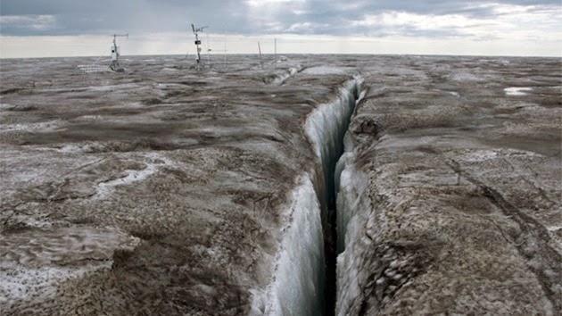CAMBIO CLIMÁTICO. ¿Por qué es alarmante el hielo oscuro en Groenlandia?.