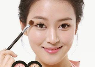 http://infomasihariini.blogspot.com/2016/03/tips-untuk-kulit-berminyak-agar-make-up.html