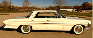 1961 Oldsmobile Dynamic 88 Side Right