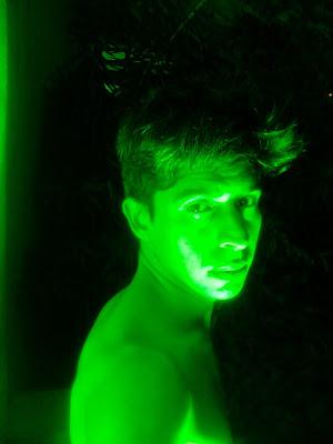 Fotografia luces verde por el escritor artista y modelo Sir Helder Amos