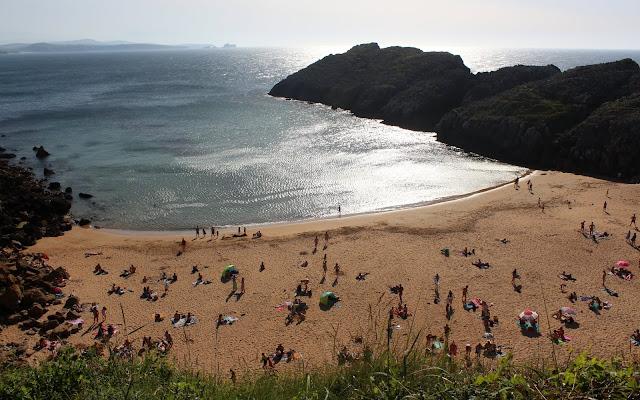 Playa nudista de Somocuevas. Liencres. Costa Quebrada