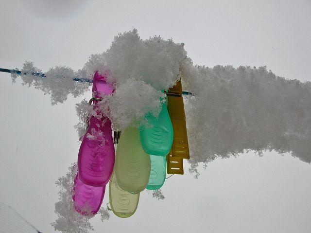 klamerki, sznur, śnieg, niebo