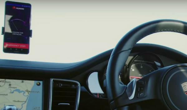هواوي تكشف عن إمكانية التحكم بالسيارات ذاتية القيادة عبر هاتف Mate 10 Pro