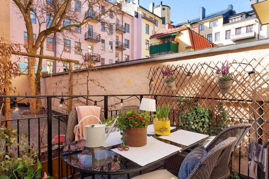 Cudowne, białe mieszkanko z pastelowymi i szarymi dodatkami, wystrój wnętrz, wnętrza, urządzanie domu, dekoracje wnętrz, aranżacja wnętrz, inspiracje wnętrz,interior design , dom i wnętrze, aranżacja mieszkania, modne wnętrza, białe wnętrza, styl skandynawski, scandinavian style, balkon