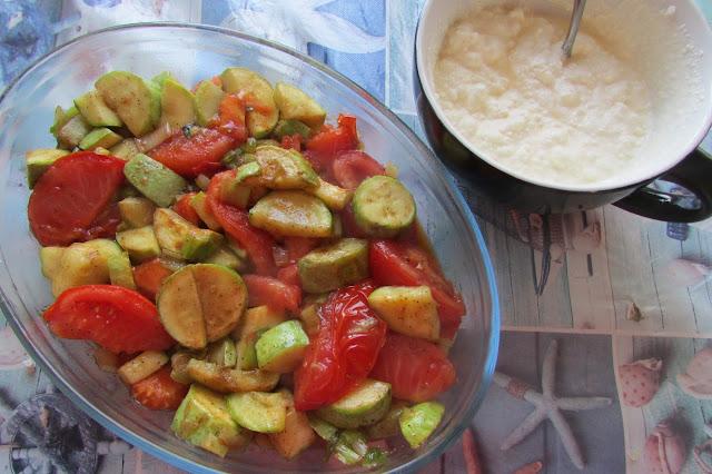 zapiekanka z cukinii, pomidorów i białym serem
