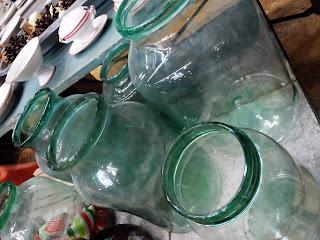 tarros vintage de cristal en el desembalaje de bilbao
