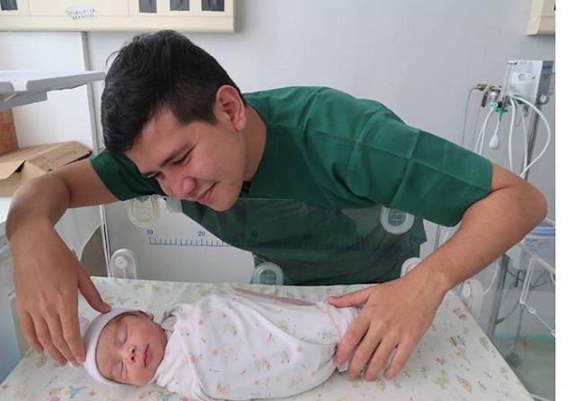 Punya Anak Pertama, Haykal Kamil Jadi Ayah. Netizen:
