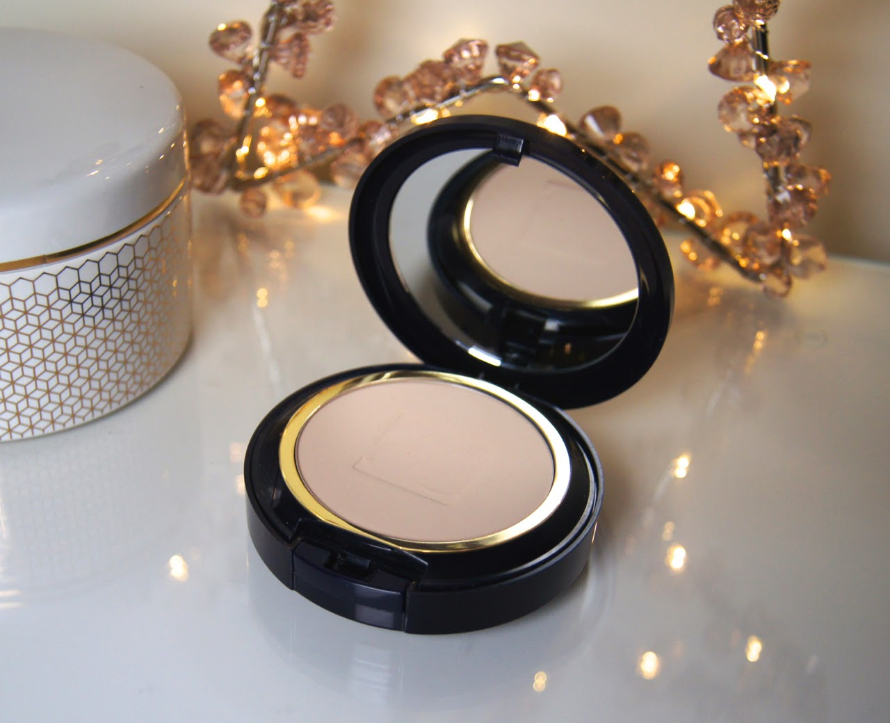 estee lauder double wear stay in place powder makeup review