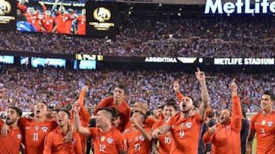 Pemain Chile merayakan kemenangan atas Argentina di partai final Copa America Centenario 2016