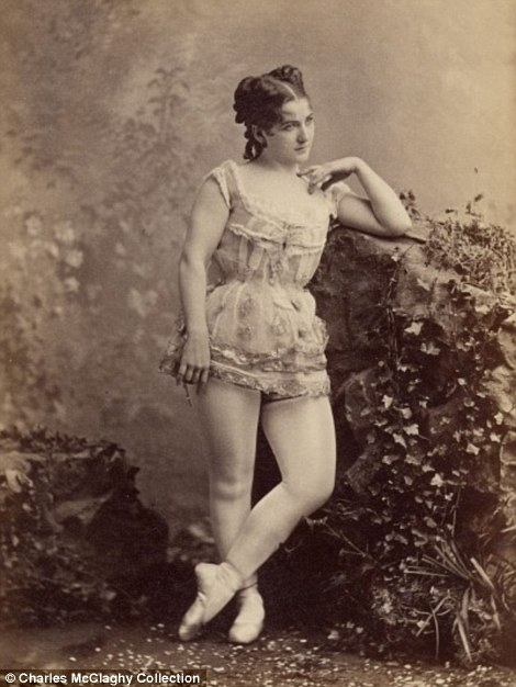 vintage burlesque photos from the 1890s vintage everyday. Black Bedroom Furniture Sets. Home Design Ideas