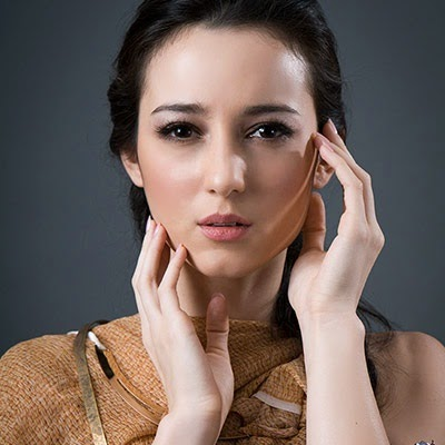 Foto Hot Julie Estelle