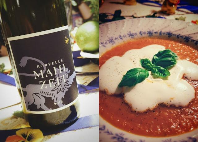 Tomatensuppe und der Wein Mahlzeit